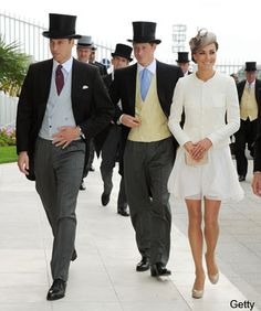 I need to make it out to the races so I can wear a hat. Love the men in their top hats & tails