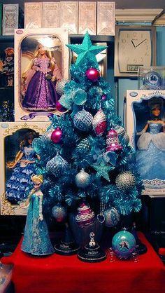 Disney's Frozen themed Christmas tree with Elsa. Frozen Christmas Tree, Colorful Christmas Tree, Christmas Tree Themes, Disney Christmas, Christmas 2014, Christmas Colors, Xmas Tree, Christmas Tree Ornaments, Christmas Holidays