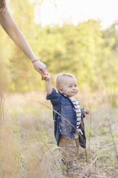Sweet one year photo session in a field ~ cary, nc ~ kim obrien photography One Year Pictures, First Year Photos, Fall Family Pictures, Family Pics, Old Portraits, Baby Portraits, Old Photography, Family Photography, Picture Ideas