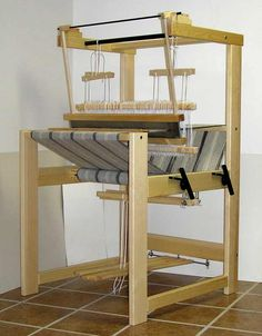 Julia is comfortable for warping. The reed is easy to remove from the beater; there are no bolts to remove or wing nuts to loosen. The beate...