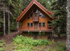 For details contact Linda McFarlane at 206.854.1008. Beautifully constructed home offering luxury in the mountains. Ski Tur Valley of Gold Creek offers immediate access to hiking trails, skiing at Snoqualmie Pass