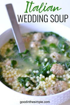 This easy Italian wedding soup recipe is the absolute BEST! A perfect one pot meal that contains pasta, greens, and meatballs in a delicious broth. Italian Meatball Soup, Italian Soup, Italian Table, Italian Wedding Soup Recipe, Pasta E Fagioli Soup, Best Soup Recipes, Dinner Recipes, One Pot Meals, Soup And Salad