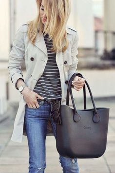 Love this outfit! The bag is beautiful!😍 I never knew how well stripes and a trench coat go together. Skinny jeans aren't my favorite thing to wear, but they look good in this outfit. Style Désinvolte Chic, Style Casual, Mode Style, Casual Chic, Mode Outfits, Fall Outfits, Casual Outfits, Converse Outfits, Casual Bags