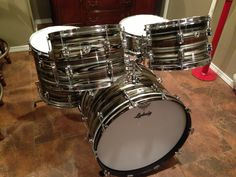1969 Ludwig Standard 4-piece Downbeat / Gold Strata Ludwig Drums, Vintage Drums, How To Play Drums, Drum Kits, Drummers, Percussion, Kiss, Board, Happy Brithday