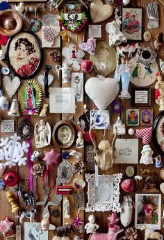 This pic reminds me of your trinket wall in your room at age 7-8.  You pined up everything with push pins all over one main wall in your room by your bed.  I was so impressed with your creativity, I took pictures of it and still have them! You were and I'm sure still are talented!