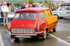 Rear engined similarly to VW Squareback but watercooled. The engine had to be placed horizontally as Skoda had no aircooled boxer. Station Wagon, Soviet Union, Old Cars, Cars And Motorcycles, Vintage Cars, Dream Cars, Boxer, Engine, Vw