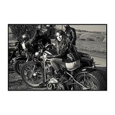 Freedom #findyourfreedom #instagood #instadaily #instaphoto #instaportrait #blackandwhite #instablackandwhite #monochrome #moto #motorcycle #motorbike #friends #friendship #freedom #bikeride #woman #helmet #custom #biker #instabike #bikeporn #instamoto #matteomora