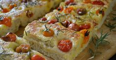 Summer Tomato Focaccia ~ an easy yeast bread that can be made in just about a hour. Top it with juicy rip cherry tomatoes and you've got a feast! Raspberry Lemon Cakes, Lemon Layer Cakes, Family Reunion Food, Bread Recipes, Cooking Recipes, Focaccia Recipe, Summer Tomato, Caramel Corn, Cherry Tomatoes