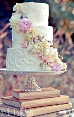 W e d d i n g   <3  C a k e  (for a smaller backyard wedding)