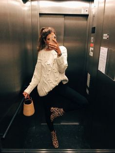 Se você quer dar um up no look básico e comfy, aposte na estampa de animal pri. Fall Fashion Outfits, Women's Summer Fashion, Fall Winter Outfits, Look Fashion, Autumn Winter Fashion, Casual Outfits, Cute Outfits, Fashion Tips, Feminine Fashion