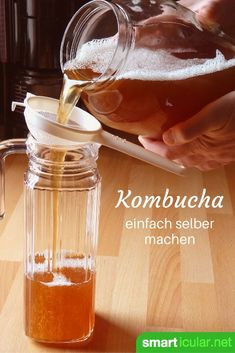 Kombucha - just make the fermented tea yourself - Kombucha – den fermentierten Tee einfach selber machen Homemade kombucha drinks are cheaper and healthier! Learn how easy they are to make in our Kombucha master recipe. Kombucha Flavors, Kombucha Beneficios, Kefir Benefits, Fermented Tea, Kefir Recipes, Fat Burning Detox Drinks, Detox Tea, Graham Crackers, Recipes