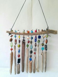 Adding some extra jingle and sparkle to your backyard with beaded wind chime does beautify your garden. So let's make a DIY beaded wind chime projects with some amounts of beautiful beads you can Beach Crafts, Diy And Crafts, Arts And Crafts, Seashell Crafts, Homemade Crafts, Summer Crafts, Driftwood Projects, Driftwood Art, Driftwood Mobile