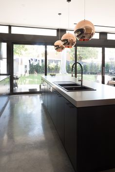 4004 Raw Concrete™ by Caesarstone Kitchen Design, Small Bathroom Renovations, Modern Bathrooms Interior, Kitchen Room, Kitchen Renovation, Kitchen Design Trends, Kitchen Layout, Family Bathroom Design, Modern Wood House