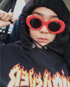 Retro Photography, Boy Photography Poses, Girl Pictures, Girl Photos, Cute Selfie Ideas, Ulzzang Korean Girl, Uzzlang Girl, Insta Photo Ideas, Girl Hijab