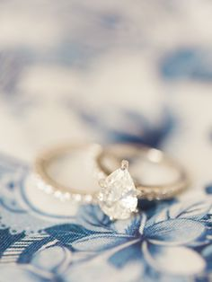 pear shaped diamond platinum engagement ring | Photography: Erin Wilson Photography