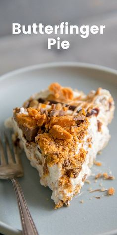 This Butterfinger Pie is creamy, crunchy, sweet and delicious! This sinful pie … This Butterfinger Pie is creamy, crunchy, sweet and delicious! This sinful pie is going to a hit wherever it is served! Quick Dessert Recipes, Easy Pie Recipes, Tart Recipes, Easy Desserts, Baking Recipes, Delicious Desserts, Pastry Recipes, Dessert Ideas, Butterfinger Pie