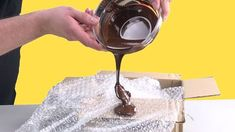 Chocolate tip on bubble wrap: The result is a chocolate in the air . - cake - to # Chocolate tip on bubble wrap: The result is a chocolate in the air . - cake - to # Chocolate Dome, Chocolate Cream, Melting Chocolate, Decoration Patisserie, Complete Recipe, Chocolate Decorations, Bubble Wrap, Baking Tips, Food Hacks