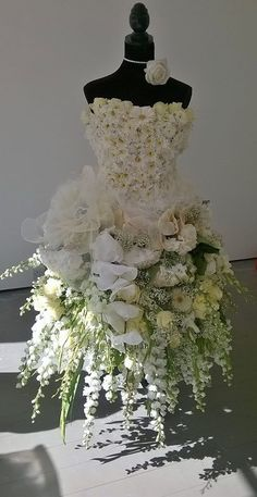 Dress forms are a great canvas for floral designs. Find new and used dress forms. - Dress forms are a great canvas for floral designs. Find new and used dress forms at MannequinMadnes - Design Floral, Deco Floral, Motif Floral, Christmas Tree Dress, Unique Christmas Trees, Natural Christmas, Christmas Decor, Fairy Dress, Floral Fashion
