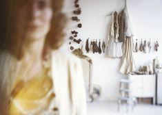 Portrait de Manon Gignoux dans son atelier, 2011