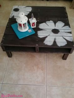 pallet ideas ~ I need a pallet and four legs! LOVE the daisies!