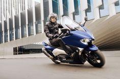 Le Tmax 530 2017 peut être configuré en mode de conduite sportive. Envie de jouer ?