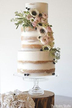 Searching for a luxury wedding cake? This Luxury wedding cake by The Pastry Studio.The Pastry Studio offers a boutique for custom cakes and awesome cupcakes and top layer and more. Wedding Cake Fresh Flowers, Summer Wedding Cakes, Luxury Wedding Cake, Floral Wedding Cakes, Wedding Cake Rustic, Elegant Wedding Cakes, Lace Wedding, Trendy Wedding, Wedding Shoes