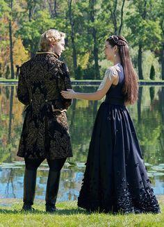 Toby Regbo & Adelaide Kane in 'Reign' (2013). x