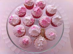 Mini cupcakes!  www.theeentaartspulletjes.nl
