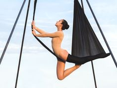 Aerial Yoga: Dieser Sporttrend könnte 2017 ganz groß werden