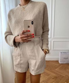 6 Outfits That Will Make Anyone Want to Wear Shorts This Summer<br> I dont like shorts, but these six outfits have just changed my mind. See our edit on how to wear shorts for Winter Mode Outfits, Winter Fashion Outfits, Look Fashion, Spring Summer Fashion, Autumn Fashion, Summer Outfits, Casual Outfits, Womens Fashion, Summer Winter