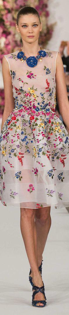 En época de bodas y comuniones, nunca está de más tener ideas de vestidos y éste es ideal para un evento de día en primavera.