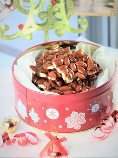 Christmas tin filled with Sicilian almond torrone Gourmet Recipes, Dog Food Recipes, Torrone Recipe, Slow Cooker Roast Beef, Caramelised Apples, Almond Nut, How To Roast Hazelnuts, Bark Recipe, Kitchens