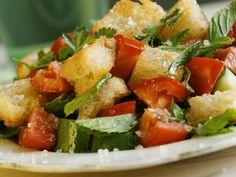 Was tun mit altem Brot?! Klicken Sie hier und entdecken Sie die leckeren Brotsalat-Rezepte von EAT SMARTER!