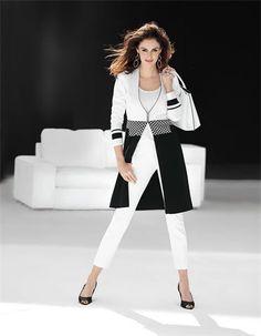 Der Strickmantel aus Baumwolle: ein schmaler, komfortabler Strickmantel mit effektvoller Eleganz.