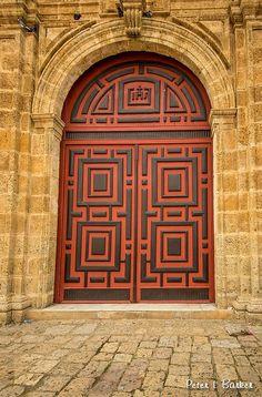 Symetrie:als je iets door midden deelt en de 2 kanten dan hetzelfde zijn zoals: hier een deur