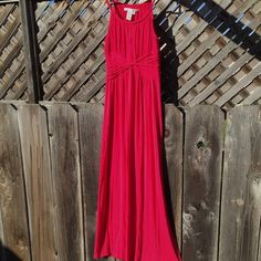 Maxi Dress Max Studio, worn once. This soft jersey has a hint of stretch, is lightweight & offers endless comfort when worn out to brunch dinner or thrown over a swimsuit for a day at the beach. Fits true to size. Max Studio Dresses Maxi