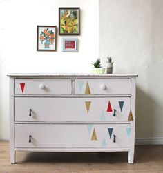 White Dresser with Painted Triangles van Poppyseedliving op Etsy Bohemian Furniture, Grey Furniture, Recycled Furniture, Furniture Projects, Furniture Making, Furniture Makeover, Painted Furniture, Homemade Furniture, Rustic Room