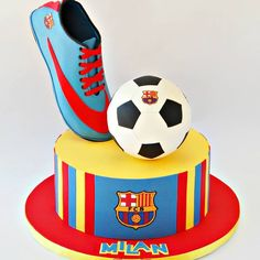 Tarta Football https://www.facebook.com/treschiccupcakessouthafrica/photos/pb.153341638135242.-2207520000.1430059023./621900554612679/?type=3&theater