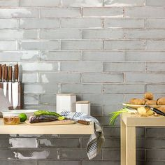 Browse 191 photographs of Elegant Backsplash. Discover concepts and inspiration for Elegant Backsplash so as to add to your personal residence. Kitchen And Bath, New Kitchen, Kitchen Decor, Awesome Kitchen, 1960s Kitchen, Kitchen Tables, Countertop Concrete, Granite Countertops, Ceramic Subway Tile