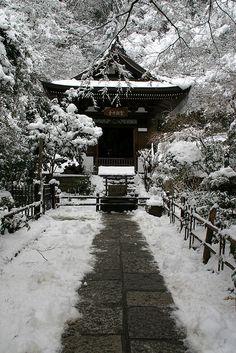 A Rare Snow in Kamakura by AJ Brustein, via Flickr