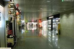 เดินคนเดียวจะหลงทางมั๊ยเนี้ย http://www.streetdirectory.com/stock_images/travel/normal_show/11592528710040/146669/changi_airport_terminal_2_main_view/