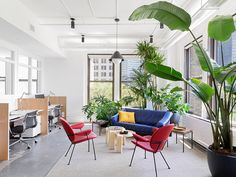 The design of this headquarters helps an NYC non-profit help youth succeed - News - Frameweb Modular Furniture, Outdoor Furniture Sets, Time Design, Set Design, House Design, Workspace Design, Interior Design Magazine, Learning Spaces, Mid Century Decor