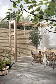 DIY: Maak zelf deze robuuste pergola met schommel | Make your own pergola with swing | KARWEI 3-2018 #GardenDesign