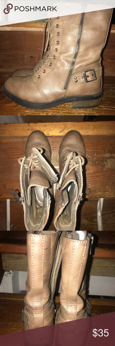 White mountain combat boots Only worn once, easy to wear combat boots White Mountain Shoes Combat & Moto Boots