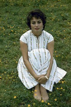 Vintage Summer Icons - Classic Vintage Photos of Iconic Women - Elle Sophia Loren 1957