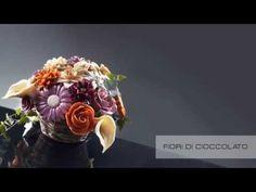 Come fare Fiori di Cioccolato Video tutorial Passo Passo.  La proposta fa tendenza anche per una composizione monocromatica di Calle e Rose di zucchero da utilizzare per le Nozze come bomboniera commestibile o segnaposto alla tavola degli invitati.