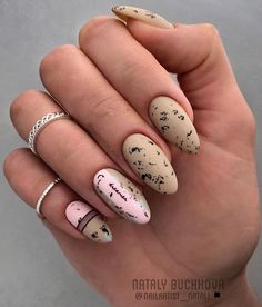 55 Gorgeous Almond Nail Art Designs Just For You 2020 Winter Nail Designs, Cute Nail Designs, Acrylic Nail Designs, Round Nails, Oval Nails, Lux Nails, Almond Nail Art, Almond Nails, Matt Nails
