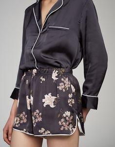 The most modern and alternative collection for teen girls at PULL&BEAR. Cute Sleepwear, Sleepwear Women, Pajamas Women, Loungewear, Pull & Bear, Pyjama Sexy, Pyjama Satin, Pajama Suit, Pajama Outfits