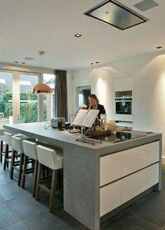 Materiaalgebruik keuken keukenraam (incl deuropening in raam) Home, Home Kitchens, Concrete Kitchen, Kitchen Diner, Kitchen Island With Seating, Kitchen Inspirations, Modern Kitchen, Kitchen Interior, Kitchen Style