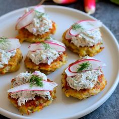 Double-Corn Fritters With Dungeness Crab Crème Fraîche / Photo by Gary Moss Crab Pasta, Crab Soup, Baltimore Crab Cakes, Snap Pea Salad, Crab Dishes, Rice Dishes, Crab Rolls, Crab Recipes, Snack Recipes